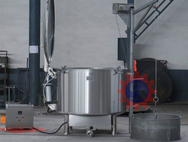Electric jacketed tank with lid